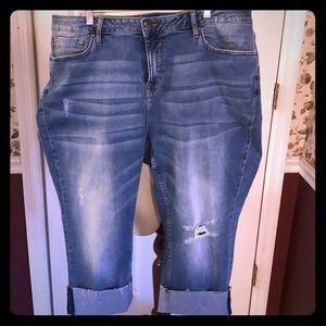 Vigoss Women's Boyfriend Capri Jeans 22